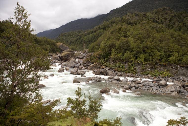 rio ventisquero colgante