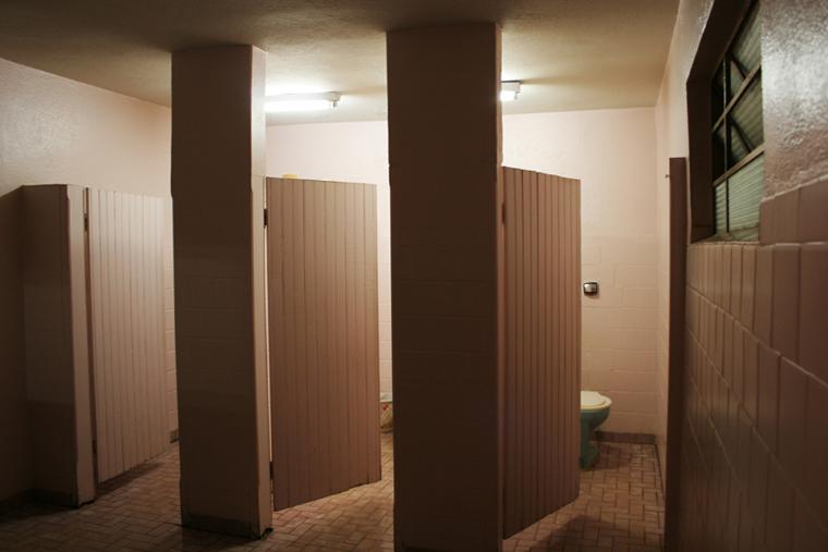 Lugares de Passagem  Taís Medri Photography -> Banheiro Feminino De Restaurante